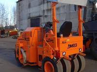 Комбинированный тротуарный каток DM-03-VC вид сзади