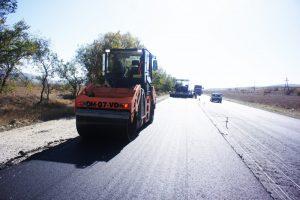 Дорожный каток DM-07-VD за работой