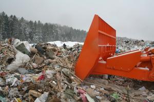 Компактор ТБО UM-25 на полигоне твердых коммунальных отходов